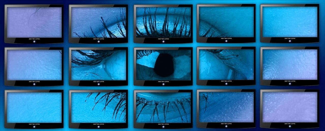 Auge auf vielen Bildschirmen