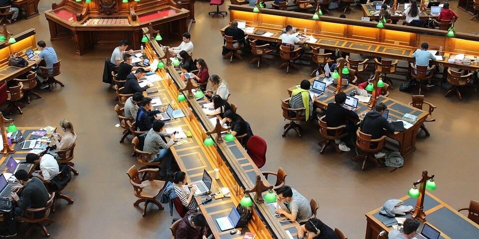 Schüler im Computer Pool